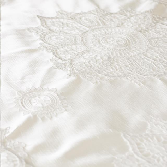 Where to find LINEN - WHITE LAURIE in Houston